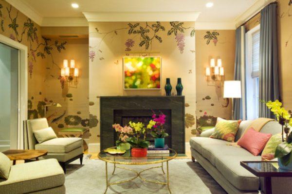 Обои с цветами в гостиной