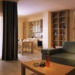 Обои в интерьере гостиной - 50 фото вариантов для дизайна