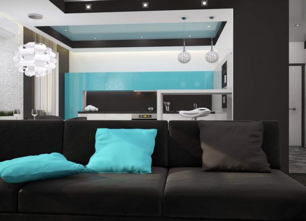 Голубой акцент в чёрной гостиной