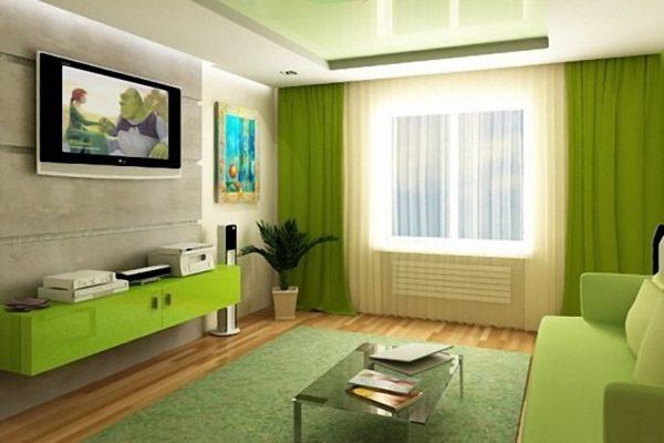 Зелёные шторы в зале