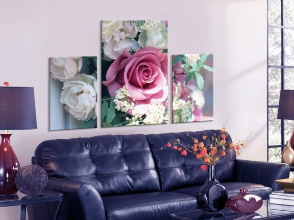 Сереневая роза в зале на картине