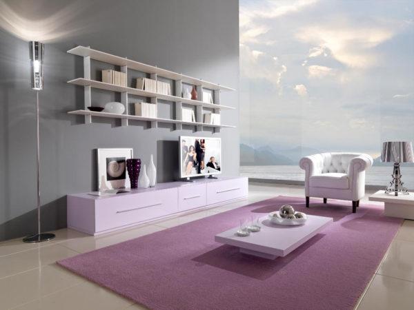Сиреневый ковёр в гостиной
