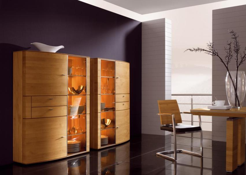 Шкаф для посуды со стеклом в гостиную в современном стиле