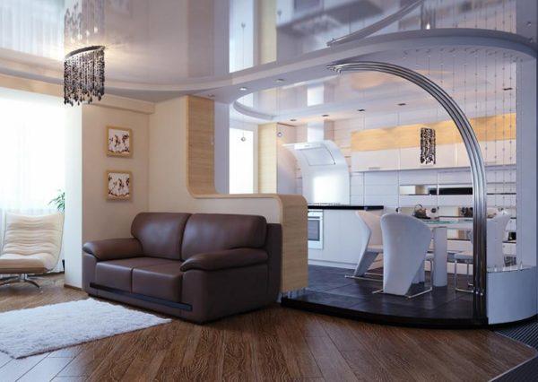 Коженый диван в кухне-гостиной