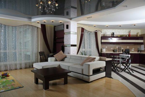 Уютная гостиная и обеденная зона
