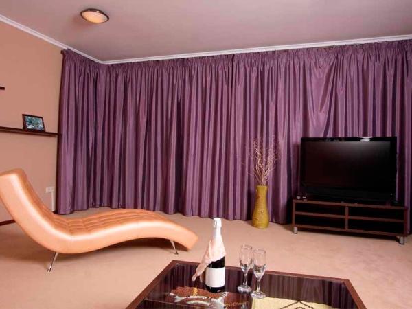 Аласные фиолетовые шторы