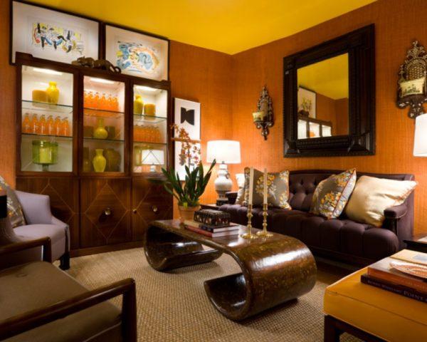 Деревянная мебель в гостиной фото