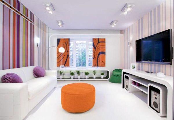 Яркие оттенки в гостиной