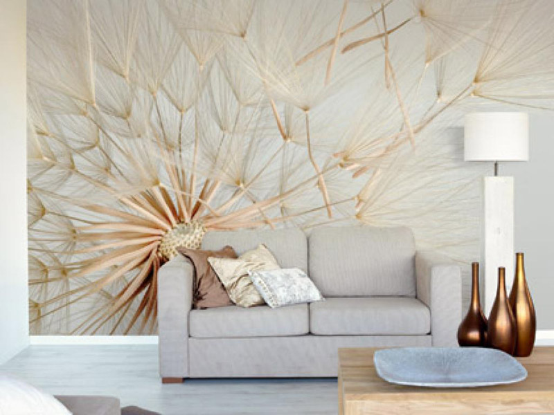 Декор стен на обоях с рисунком