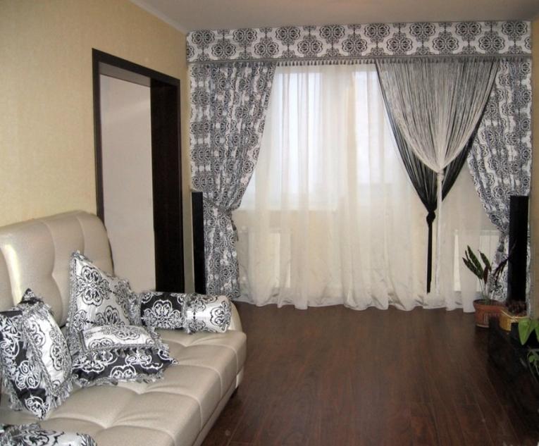 Нитяные шторы в интерьере гостиной фото