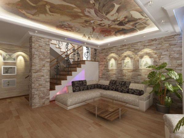 Интерьер гостиной с декоративным камнем