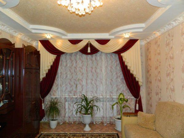 Оригинальные шторы в интерьере гостиной