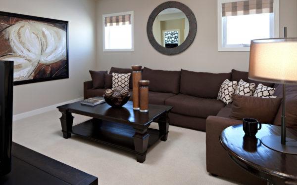 Сочетание коричневого в современном дизайне зала