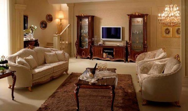 Бежевая мебель и шоколадный ковёр