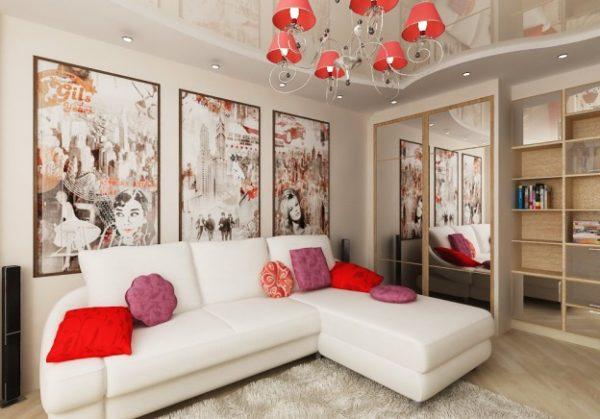 Белый диван, красная люстра и подушки в интерьере