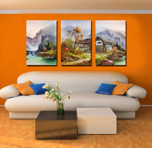 Пейзаж на оранжевой стене в зале