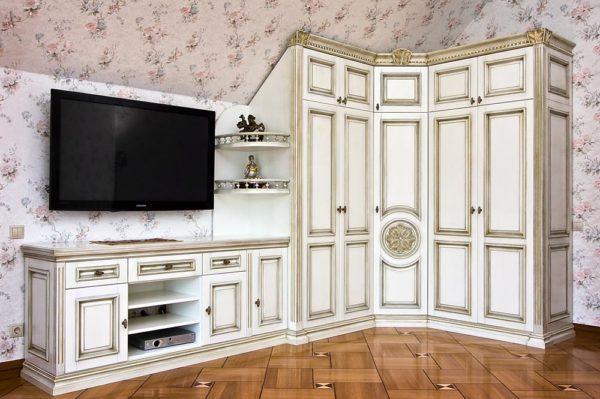 Стенка-шкаф в частном доме
