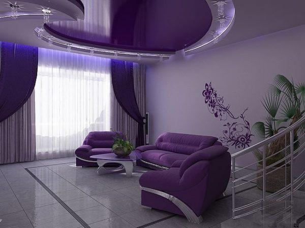 Фиолетовые шторы и потолок