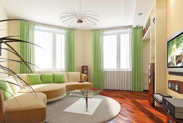 Угловой диван в зале с двумя окнами