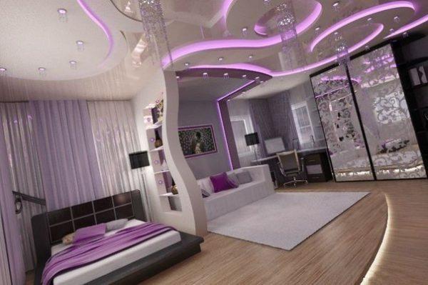 Фиолетовые тона спальни-гостиной
