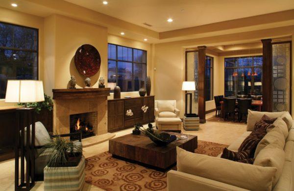 Светлая мебель и камин в дизайне