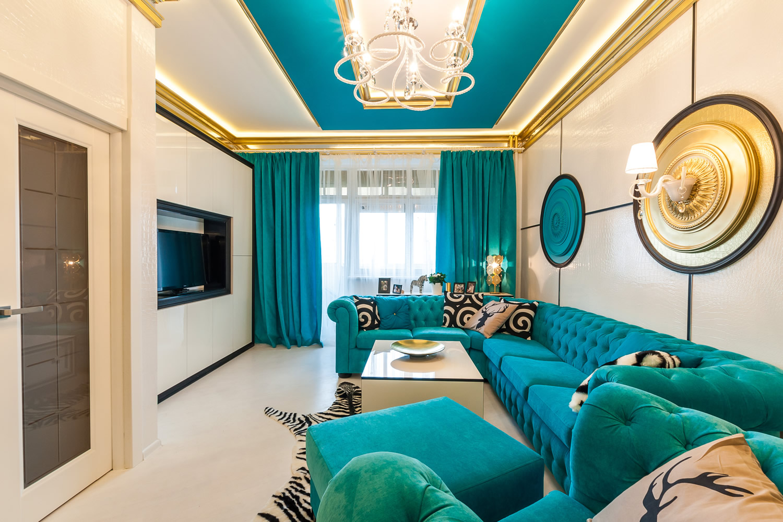 Дизайн комнаты с бирюзовым потолком 96