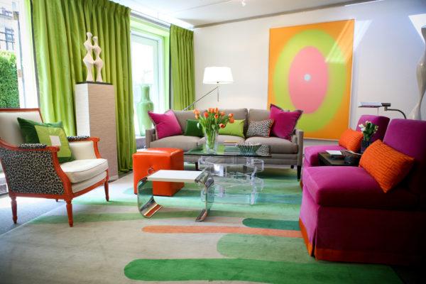 Яркие цвета в гостиной фото