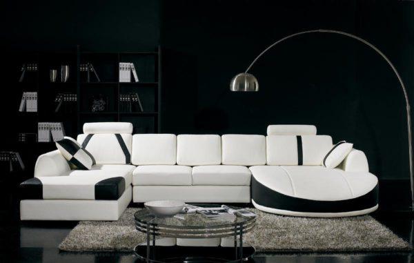 Белый диван в чёрном интерьере