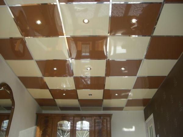 Панели на потолке