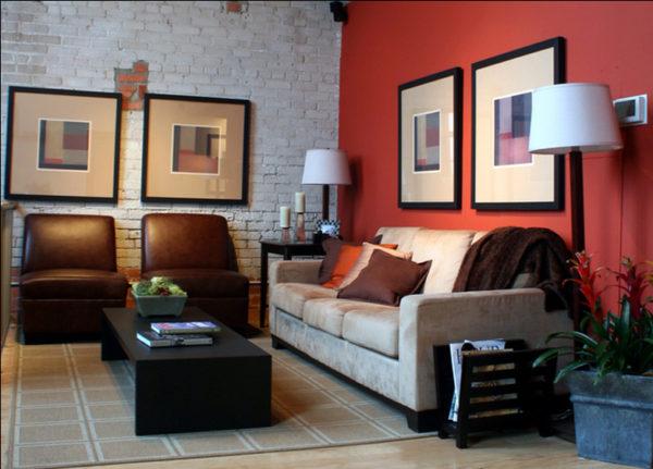 Красная стена в интерьере гостиной 18 кв.м
