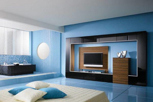 Бирюзовый пол и стены в гостиной
