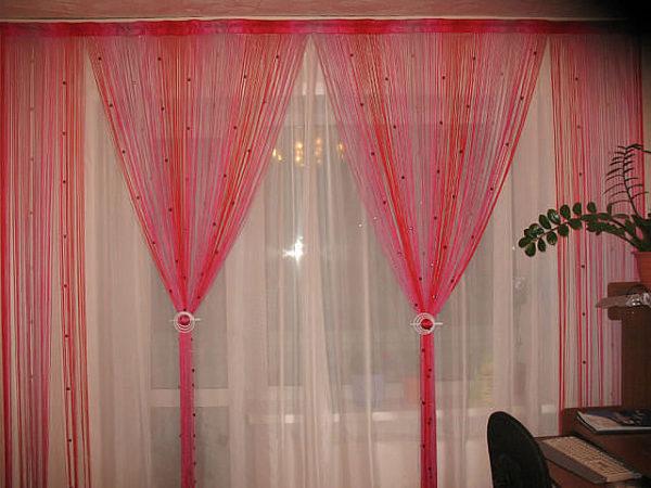 Красные шторы-нити