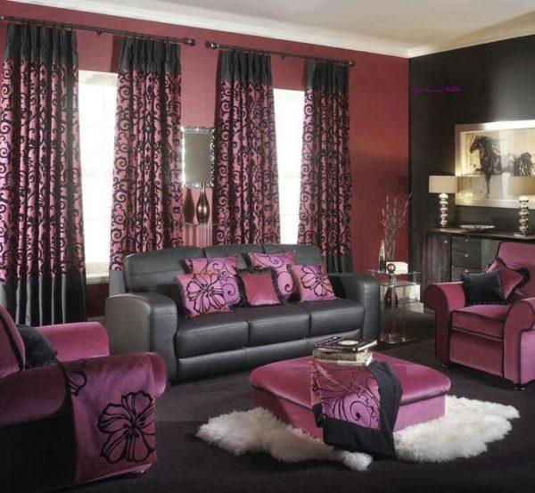 Чёрный диван и фиолетовые кресла
