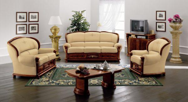 Бежевоя классическая мебель в зале