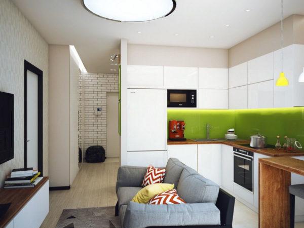 Серый диван в небольшой кухни-гостиной