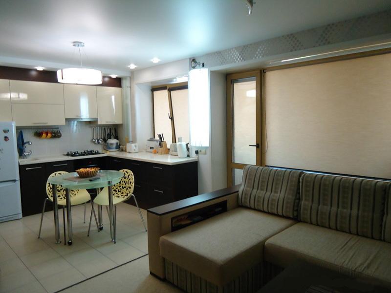 Дизайн кухни гостиной 17 кв м фото с зонированием