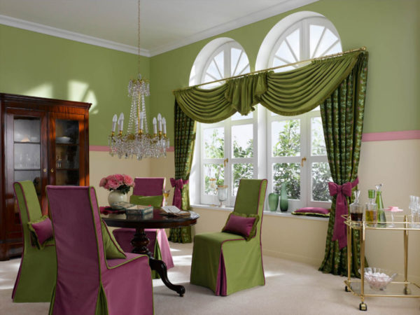 Зелёные шторы с ламбрикенами