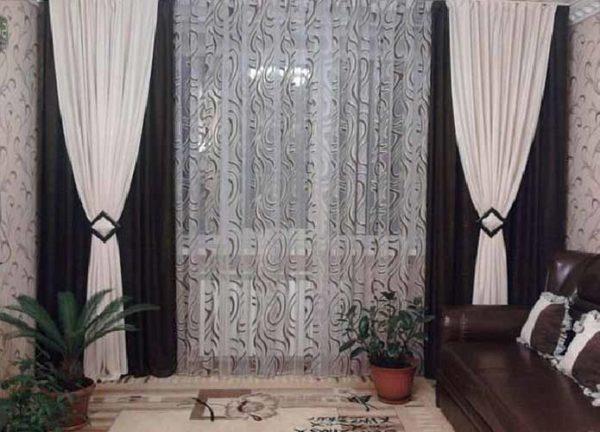 Чёрно-белые шторы в зале