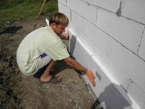 Утепление фундамента пенополистиролом, пенополиуретаном и пенопластом — защита конструкций