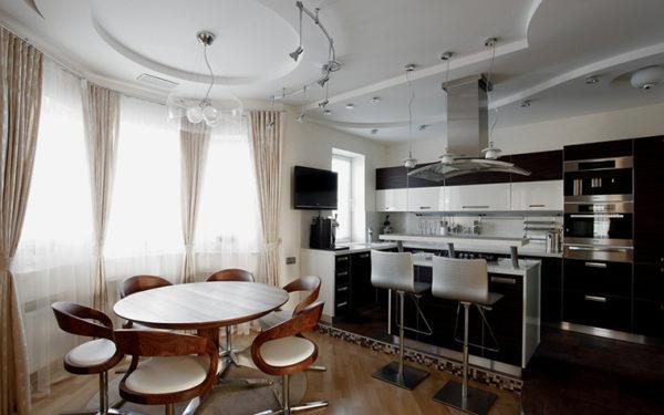Кухня-гостиная с эркером