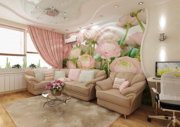 Розовые цветы на стене в зале