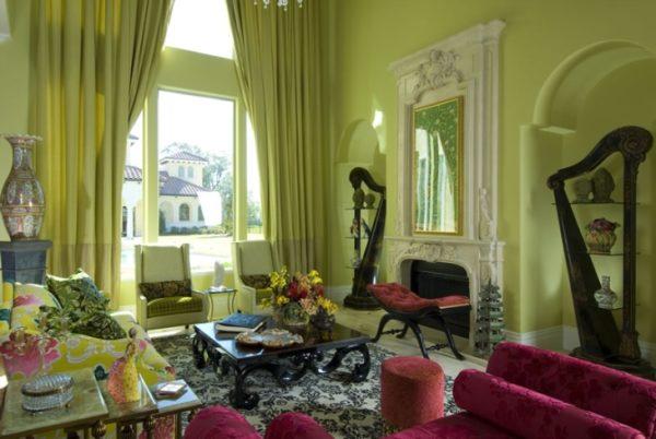 Зелёные шторы и бордовая мебель