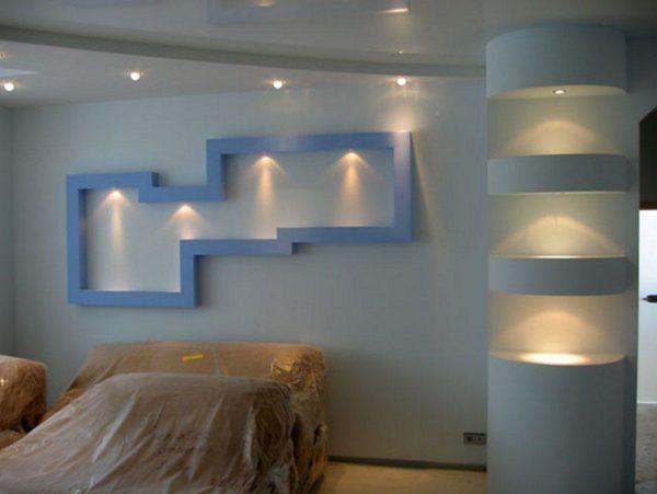 Гибсокартоновые конструкции на стене в гостиной