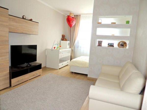 Спальня-гостиная в белых тонах фото