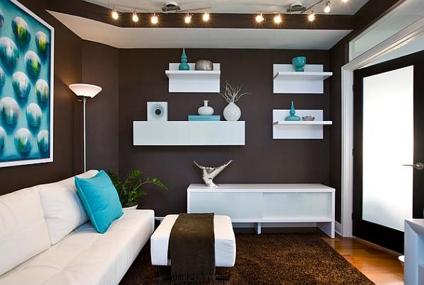 Сочетание коричневого и голубого цветов в интерьере гостиной