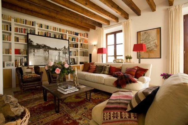 Небольшая гостиная с диванами