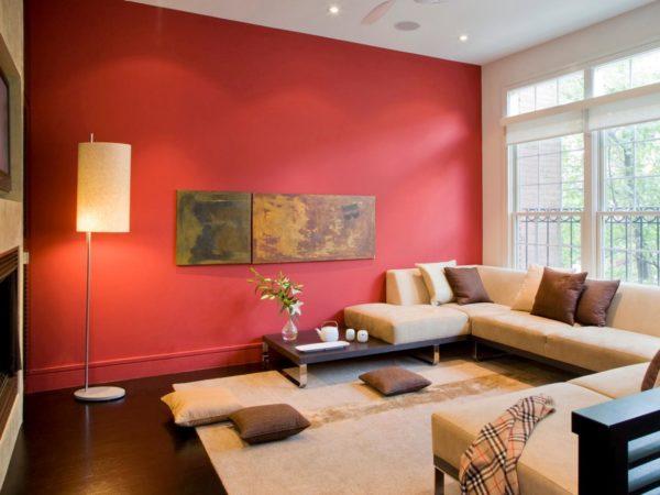 Красные стены в гостиной фото