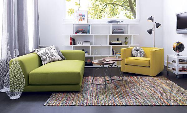 Злёный диван и жёлтое кресло