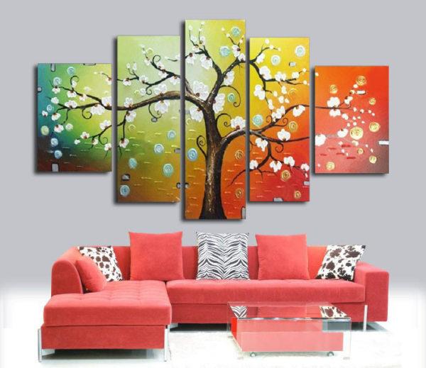 Цветущее дерево на картине