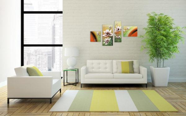Модульная картина с цветами на светлой стене